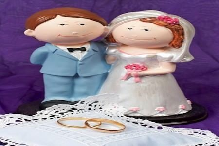 wedding cake decoration and rings